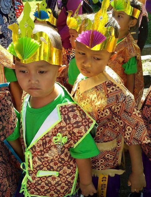 Baju Batik Kertas Kado Untuk Karnaval Dunia Belajar Anak