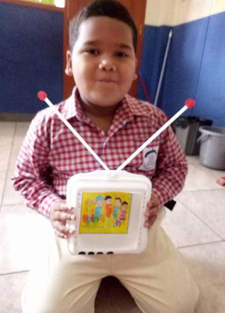 Kreasi Tema Teknologi Berbentuk Televisi Dengan Bahan Styrofoam