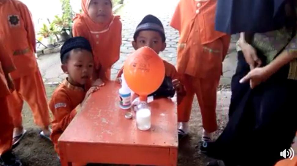 percobaan-botol-ajaib-3