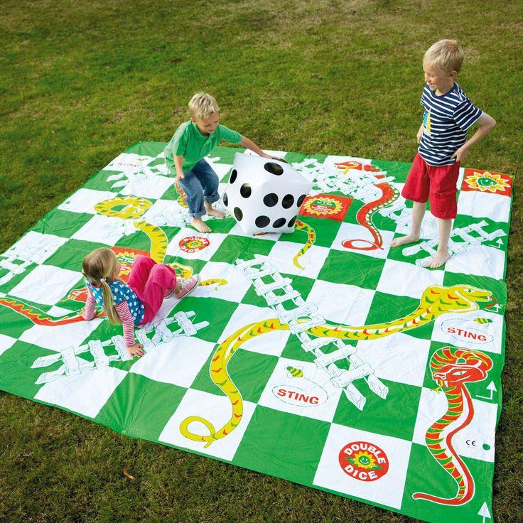 anak-dan-keluarga-bermain-ular-tangga